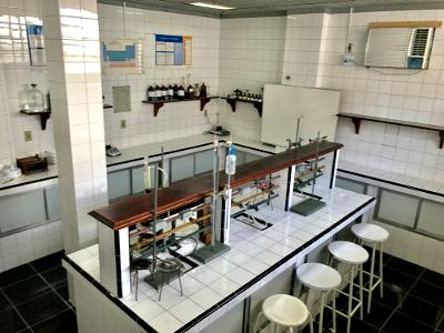 Laboratorios de Quimica e Biologia